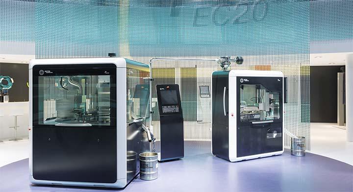 Kapselfüllmaschine FEC20 mit dem Kapselkontrollsystem FEQ20 auf der ACHEMA.