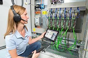 Bosch unterstützt seine Kunden bei allerlei geschäftskritischen Vorgängen vom Monitoring der Produktionsdaten und Anlagenzustände bis hin zur präventiven Wartung.