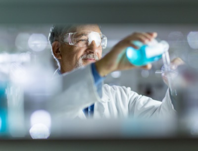 60 Prozent der Chemie- und Pharmaunternehmen halten an FuE-Plänen fest