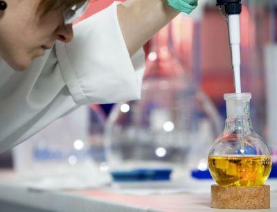 Laborarbeiten in der Heppe Medical Chitosan GmbH