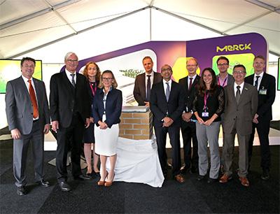 Grundsteinlegung für neues Merck Pharmaverpackungszentrum in Darmstadt