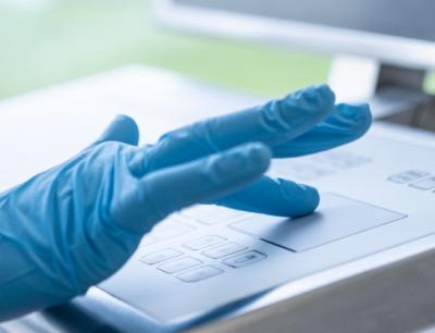 Die Human-Machine-Interfaces (HMI) von Systec & Solutions sind die Schnittstelle in der digitalisierten Reinraum-Produktion