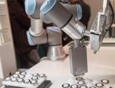Roboter revolutionieren die Produktion im Reinraum