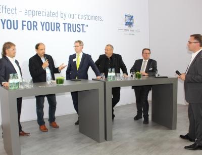 Transco-Geschäftsführer Thomas Schleife (2.v.l.) auf der von ihm initiierten Podiumsdiskussion zur Pharma Supply Chain Security