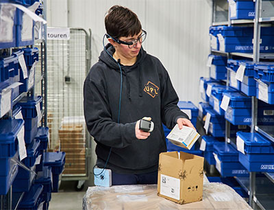 Pharma-Warehouse Kommissionierung mit Datenbrille
