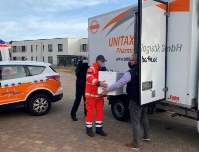 Impfstart in Brandenburg war der 27. Dezember 2020, den ersten Transport übernahmen Firmengründer André Reich und CFO Steven Reinhold persönlich