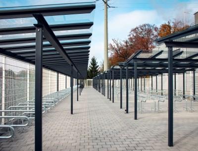 Moderne Fahrradabstellplätze für Mitarbeiter sind Teil der langfristig angelegten Nachhaltigkeitsstrategie des Pharmadienstleisters