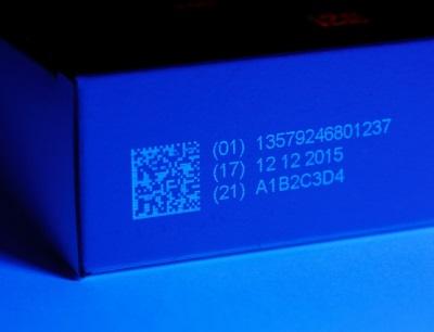 Die neue farblose, fluoreszierende UV-Tinte von Videojet bietet Trocknungszeiten von zwei bis drei Sekunden auf nicht porösen Substraten
