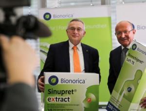 Dr. Uwe Baumann (links) und Prof. Dr. Michael A. Popp können zufrieden sein