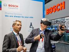 Mit der Virtual Reality Anwendung für Schulungen können Bediener beispielsweise Teilewechsel üben