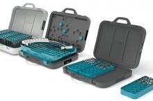 Geöffnete Koffer für Stempel, Segmente und Matrizen.