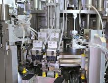 Bei der Optima Aim für die Montage von Autoinjektoren werden sämtliche Prozessschritte in höchster Präzision ausgeführt und überwacht