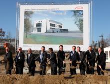 Am 29.11.16 setzte Takeda gemeinsam mit seinen Gästen in Singen den ersten Spatenstich für einen Neubau