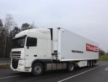 Sattelzug mit High-Security-Pharmatrailer von Krone