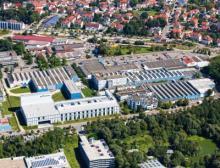 Um gut für die Zukunft aufgestellt zu sein, hat Uhlmann eine Holdingstruktur geschaffen. Sinnvolle Zentralfunktionen wurden in der Uhlmann Group Holding GmbH & Co. KG gebündelt