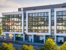 Neue Gebäude kürzlich bezogen und weitere in der Entstehung