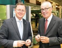 Bodo Ramelow und Wolfgang Hohorst in der Fertigung im Werk Sondershausen